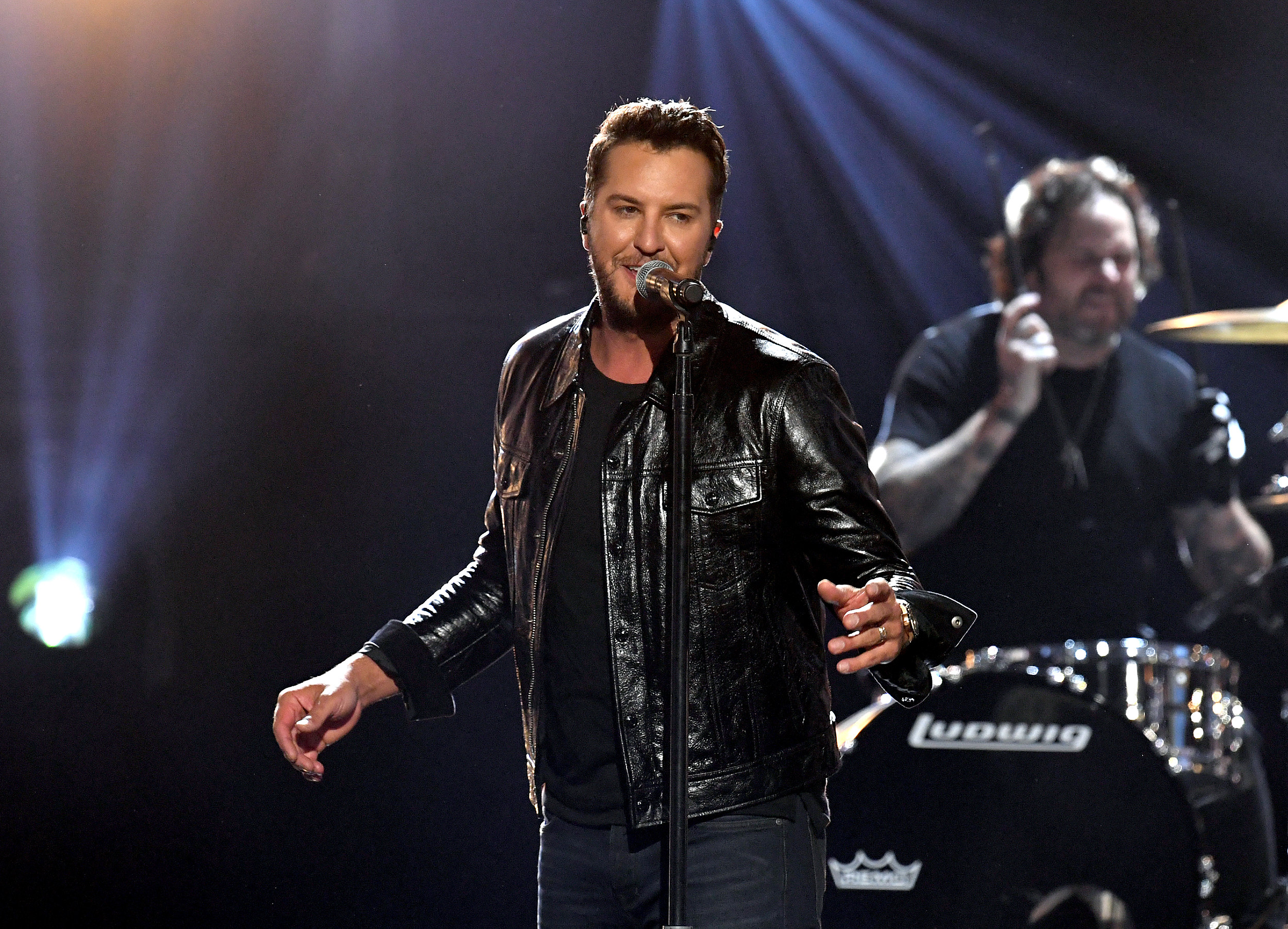 8783d99f19149 10 Things You Probably Don t Know About Luke Bryan