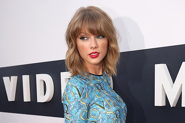 Taylor Swift: I Dont Walk Around Naked With Windows Open