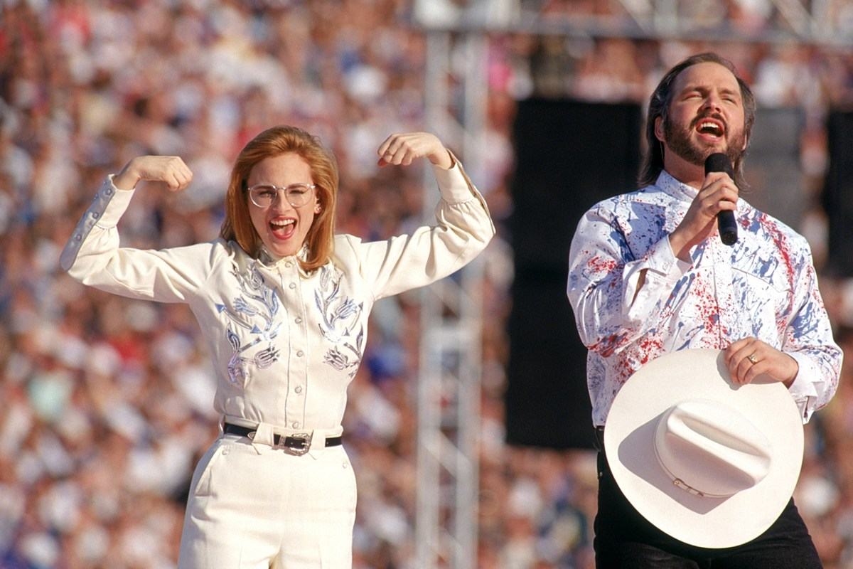27 Years Ago: Garth Brooks Walks Out of Super Bowl Performance