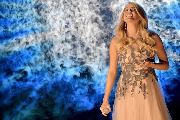 Carrie Underwood breaks down in tears after winning Best