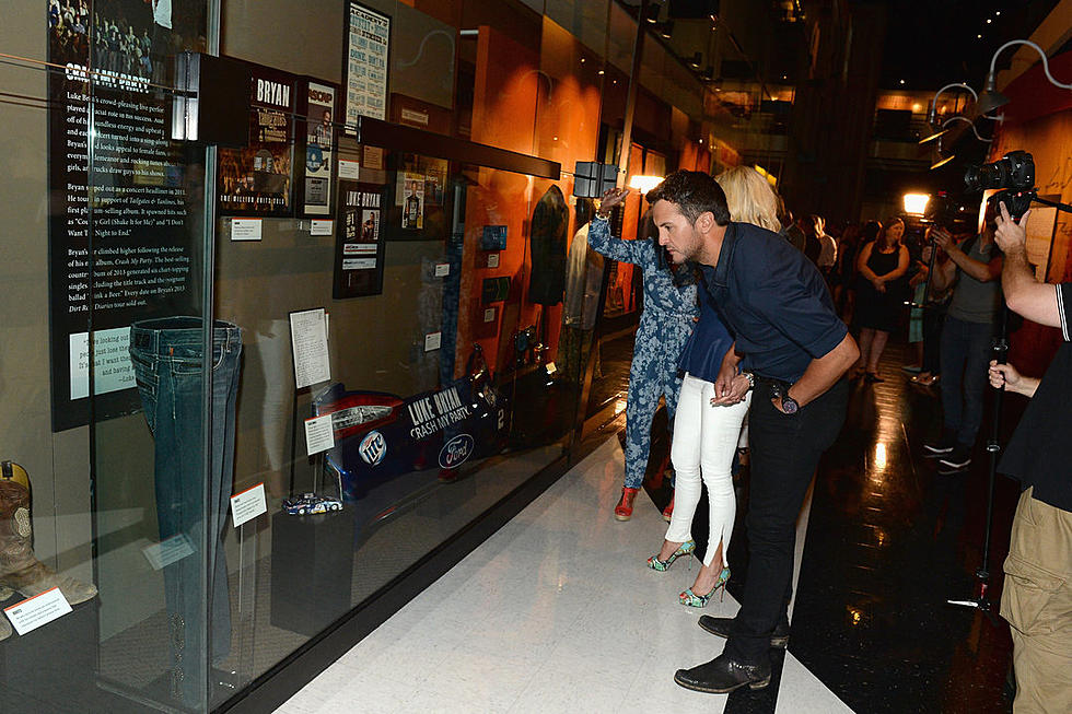 00c9f19bd1f29d Luke Bryan Gets First Look at His Country Music Hall of Fame Exhibit