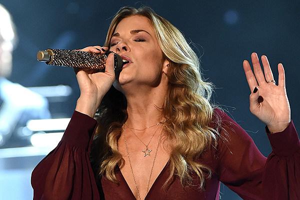 LeAnn Rimes Sings Virtual Christmas Duet With Talented Fan