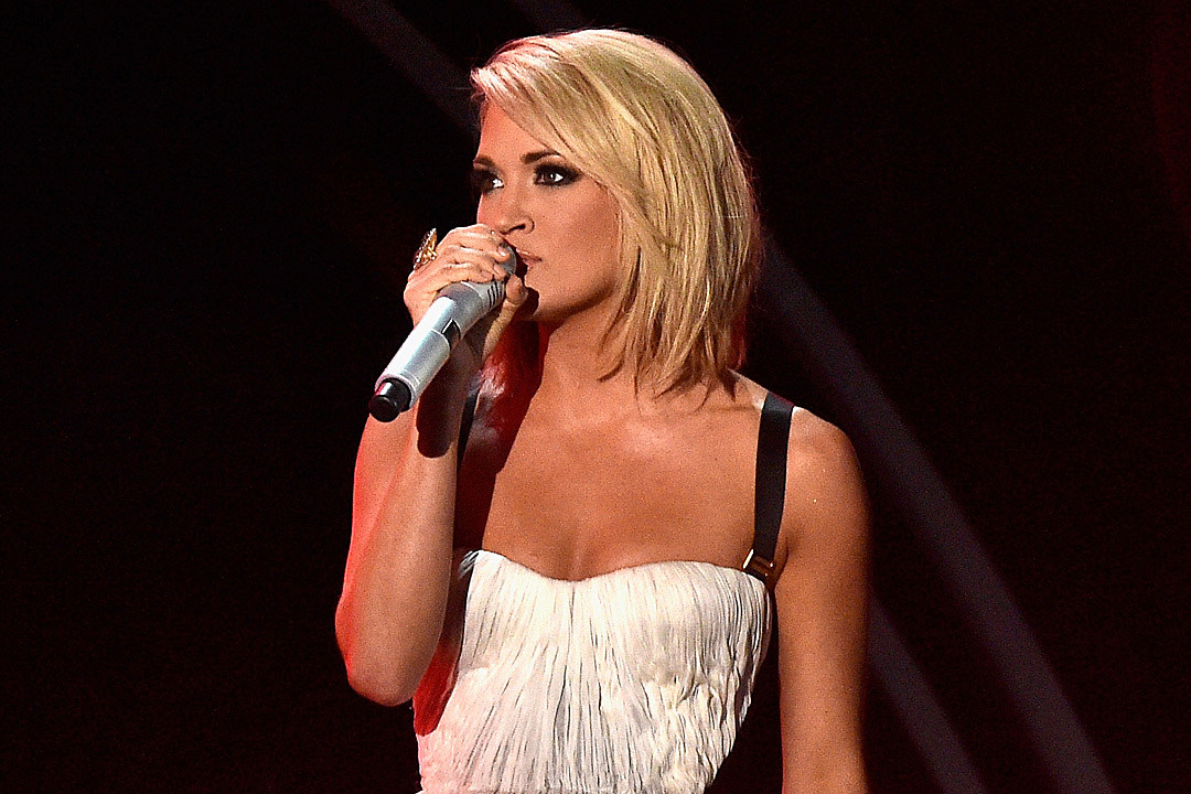 Carrie Underwood Defends Trainer From