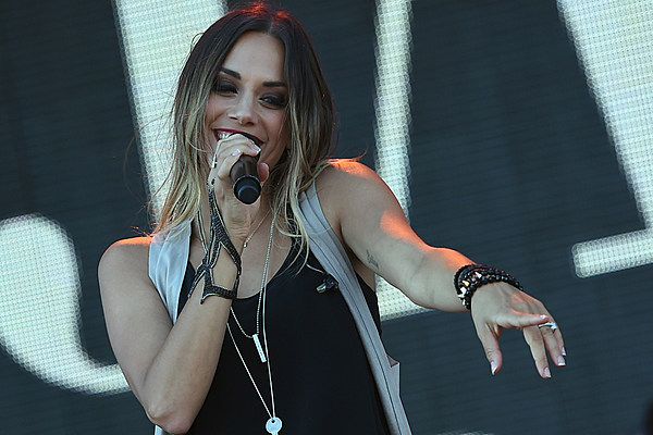 Jana Kramer Shares Tips For Getting Baby To Chill