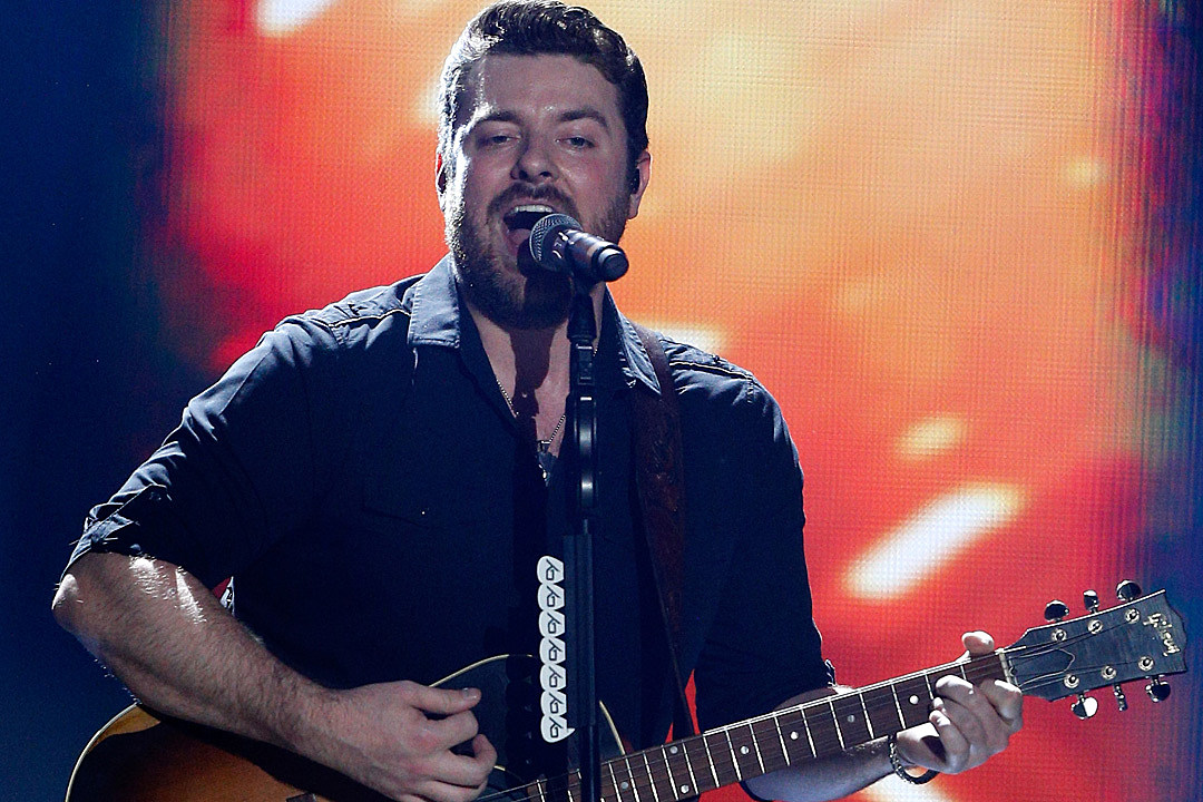 Chris Young Christmas.Chris Young S It Must Be Christmas Includes All Star Collabs