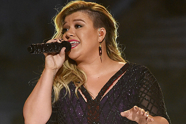 Kelly Clarkson To Perform At 2016 Christmas Tree Lighting