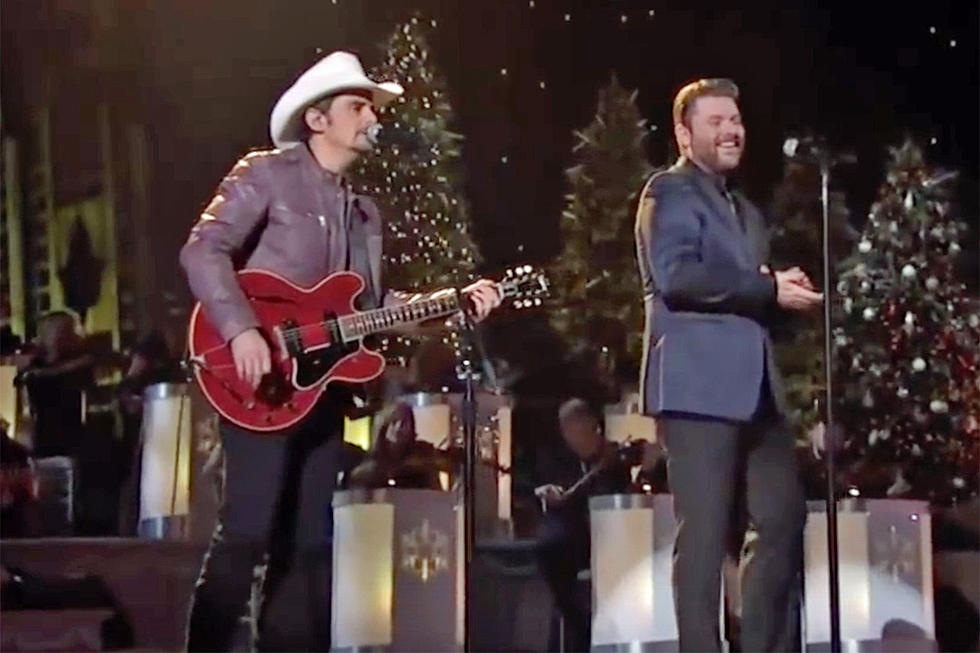 Brad Paisley Christmas.Chris Young Brad Paisley Team For First Noel On Tv Special