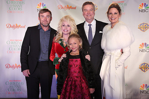 A Prince For Christmas Cast.Dolly Parton Celebrates Christmas Of Many Colors Premiere