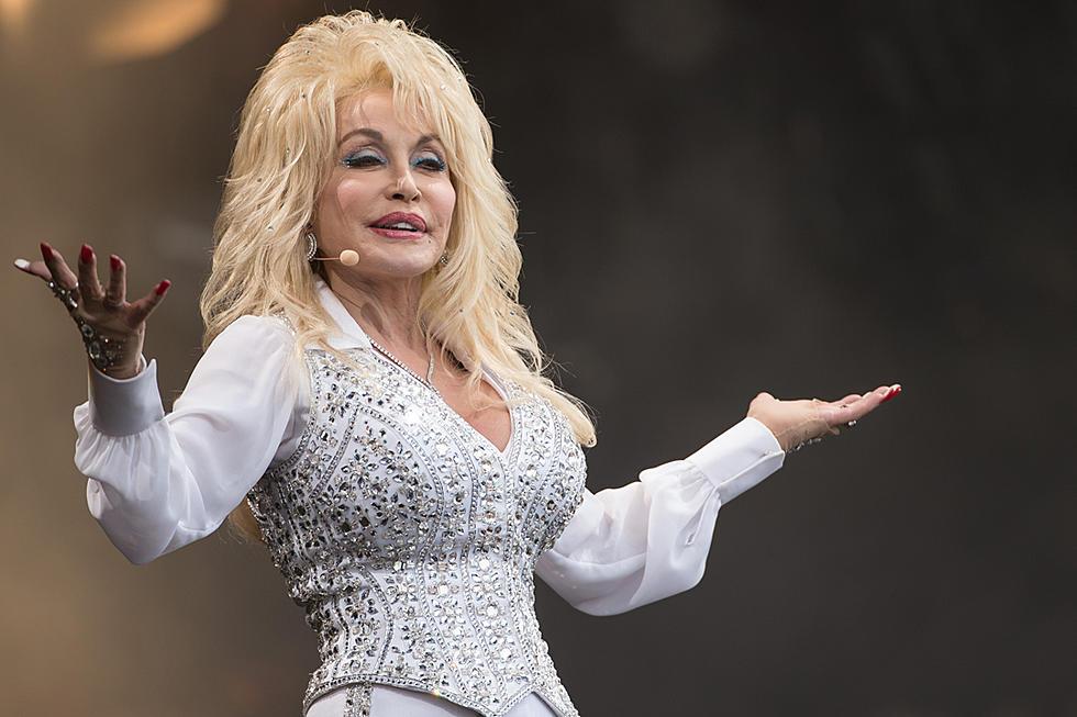 Nbc Christmas Of Many Colors.Dolly Parton S Christmas Of Many Colors To Re Air On Nbc