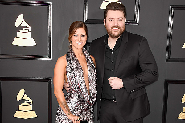 Chris Young Cassadee Pope Sparkle On Grammy Red Carpet