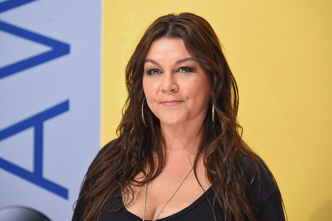 Gretchen Wilson Can Chew Tobacco And Drink Coffee At The Same Time