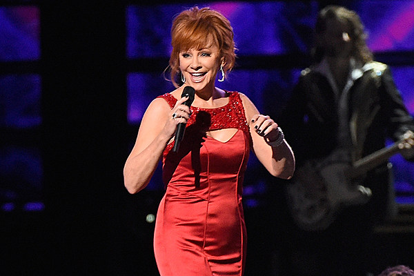 Reba Mcentire S Sing It Now Tops Country Christian Charts