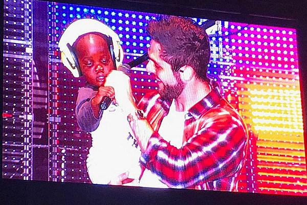 Thomas Rhett Brings Daughter Willa Gray Onstage in Mississippi