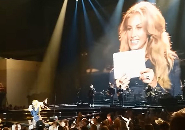 Faith Hill Gets The Honor Of Revealing Baby S Gender Onstage
