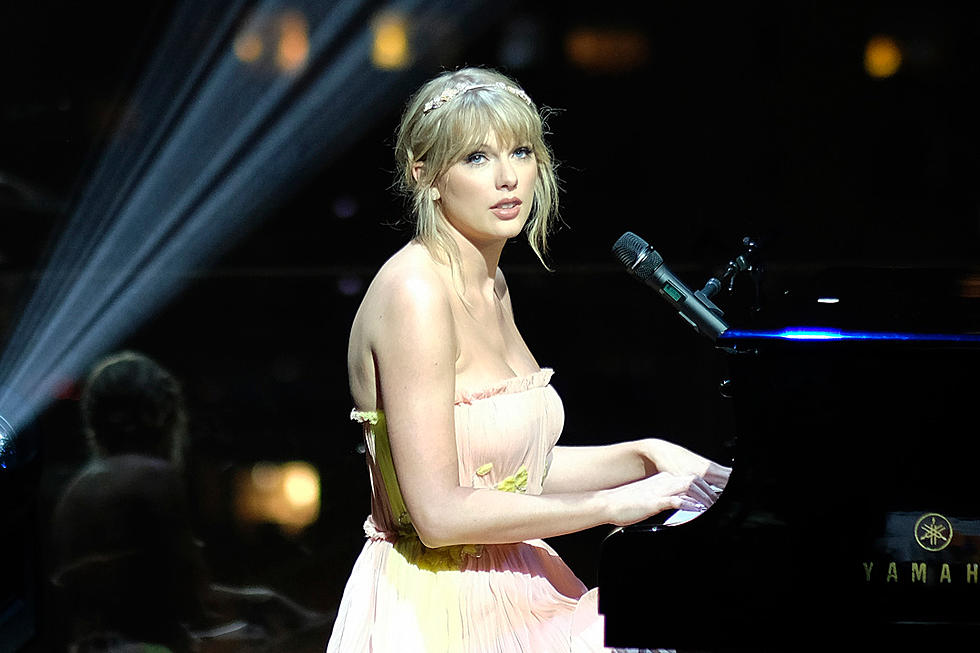 Should Taylor Swift Return To Country Music