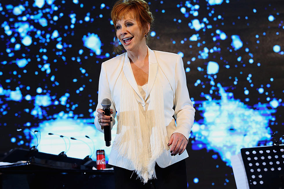 Reba Mcentire Christmas Guest.Reba Mcentire Returns To Host Cma Country Christmas Special