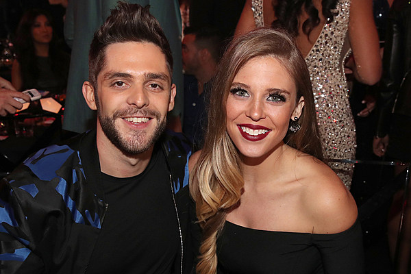 Thomas Rhett S Wife Shares Photo Of Daughters Holding Hands