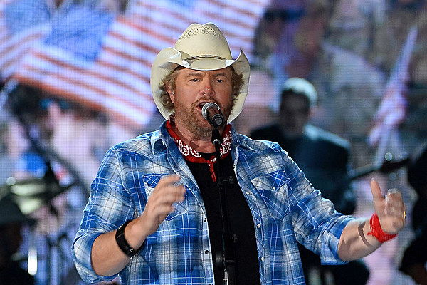 Toby Keith Salutes The Troops At Christmas