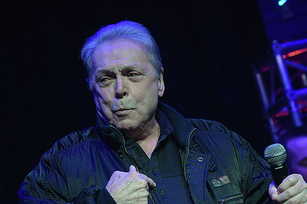 Town And Country Toyota >> Mickey Gilley Injured in Car Accident in Texas