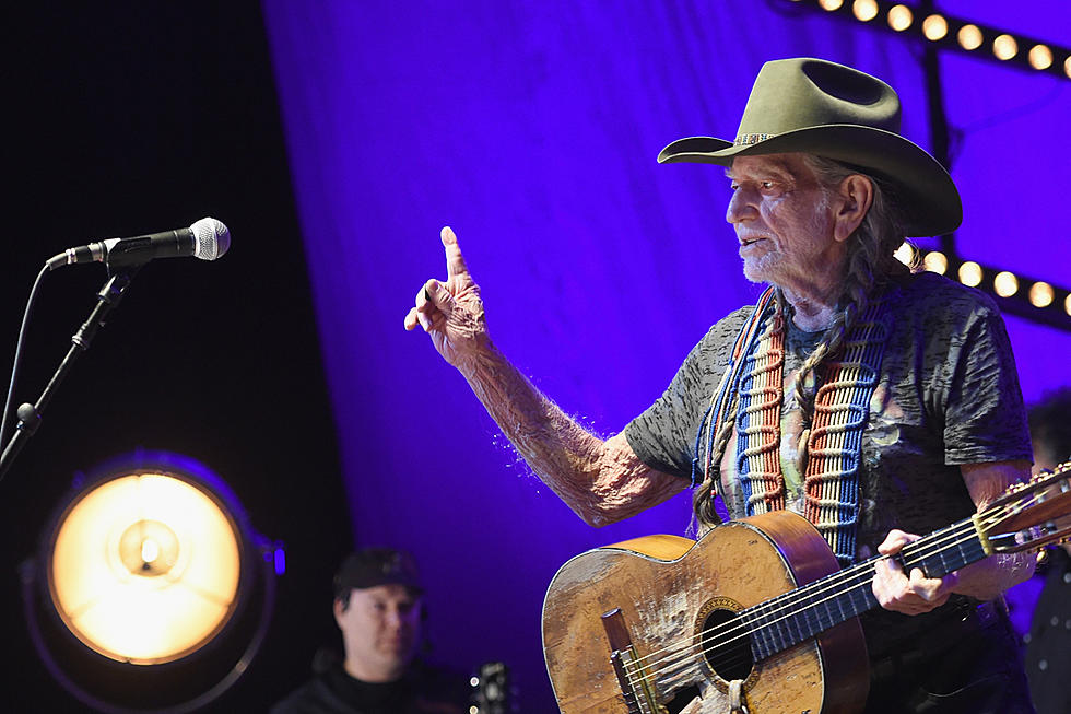 5d08aa1183 Willie Nelson Walks Off Stage Without Playing, Reschedules Show Due to  Illness