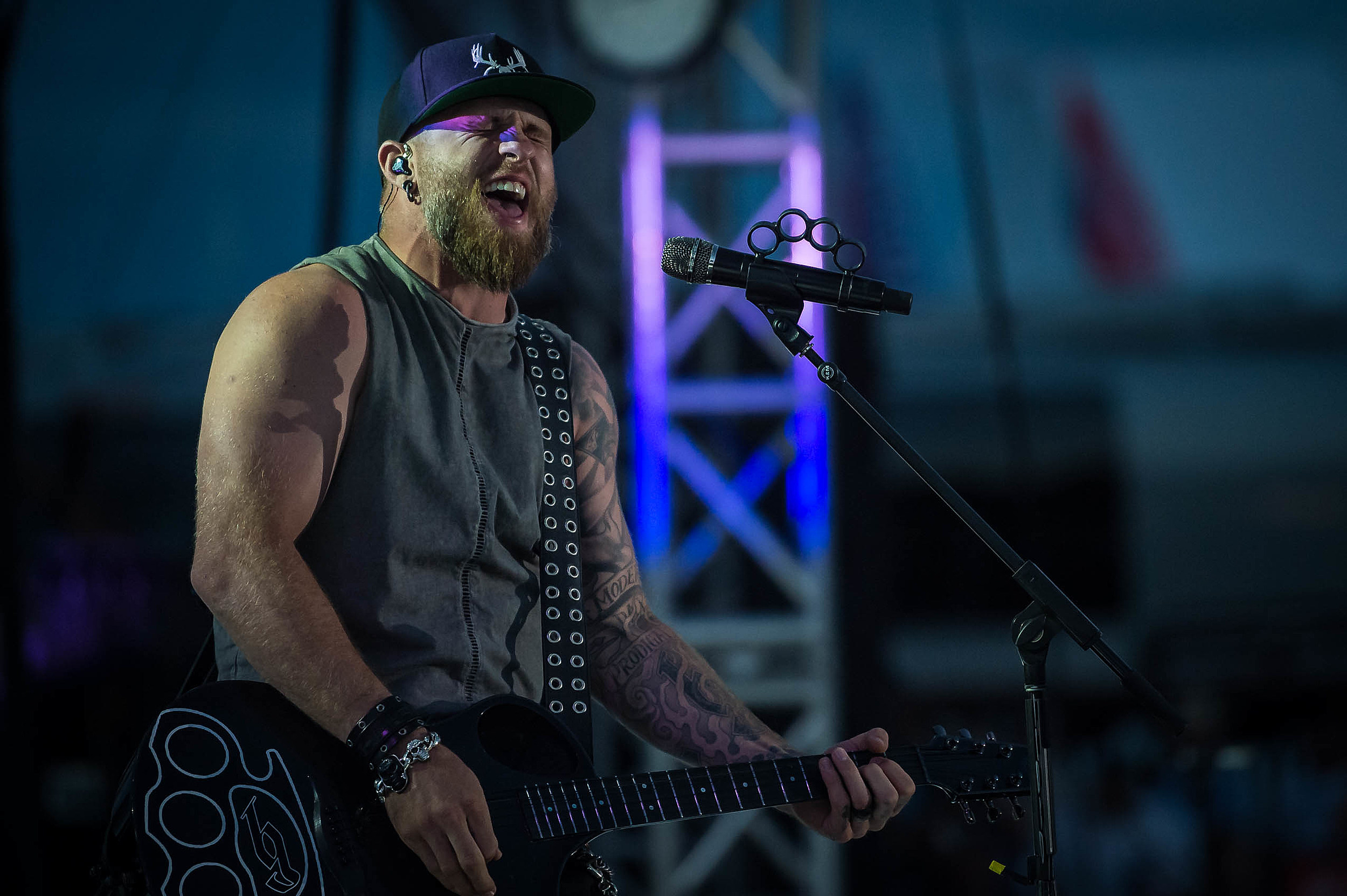 Iheartcountry Festival 2020.Brantley Gilbert Will Fire T Up On Tour In 2020