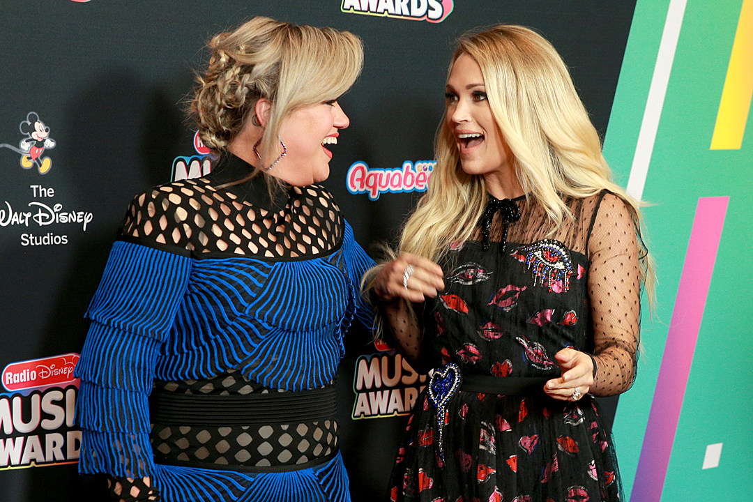 Kelly Clarkson Addresses Carrie Underwood 'Feud'