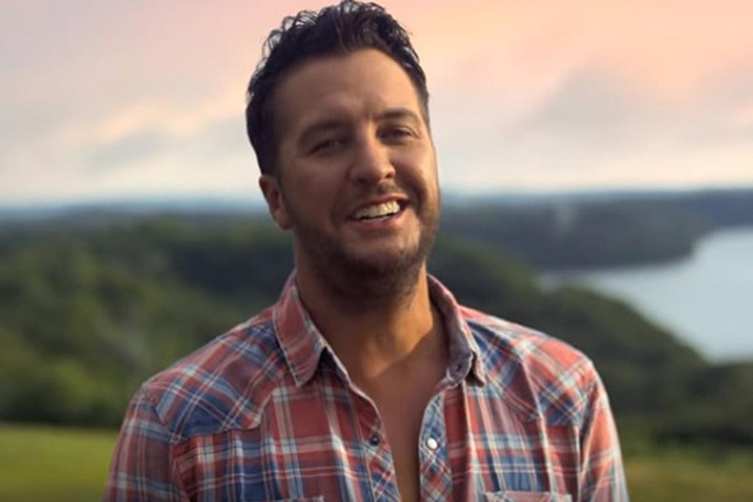 Luke Bryan Celebrates Labor Day Weekend on Family Hunting Trip