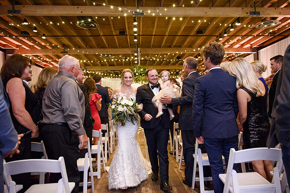 Christmas Abbott Married.Josh Abbott Marries Taylor Parnell In Family Oriented Ceremony