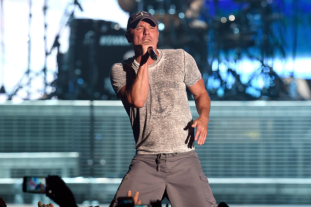 Kenny Chesney Show Goes on After Injuring Himself Onstage Live