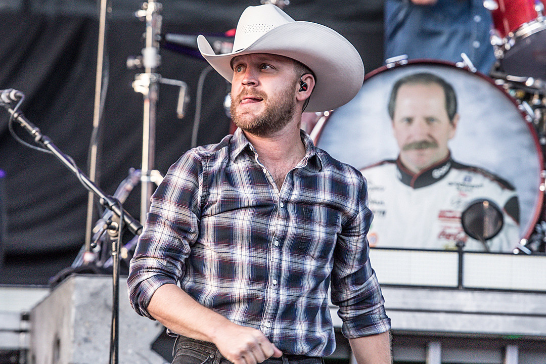 b8530085ae6 Justin Moore Helps Traditional Country Shine Bright in Chicago