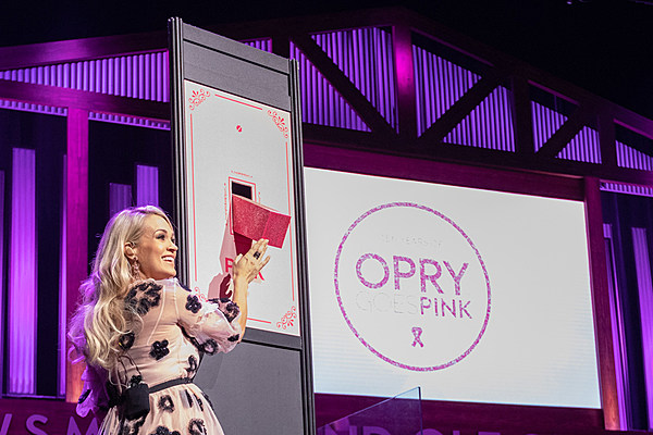Enlightone: Carrie Underwood Flips The Switch On 2018 Opry Goes Pink