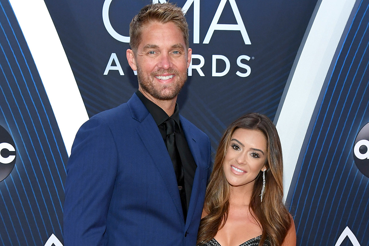 Brett Young Wife CMA Awards - 11 lugares a donde reconocer personas y tener una andanza