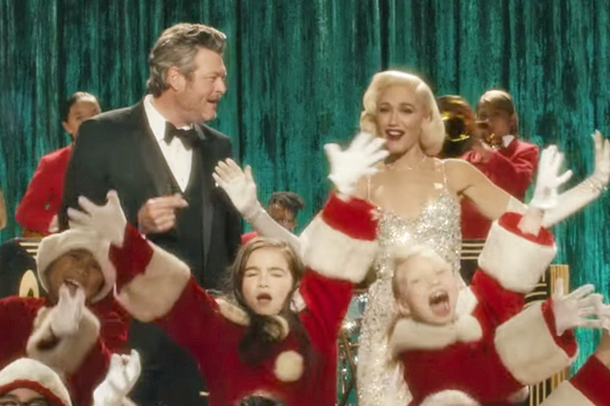 Gwen Stefani Christmas Cd.Gwen Stefani Taps Blake Shelton For Christmas Song Music Video