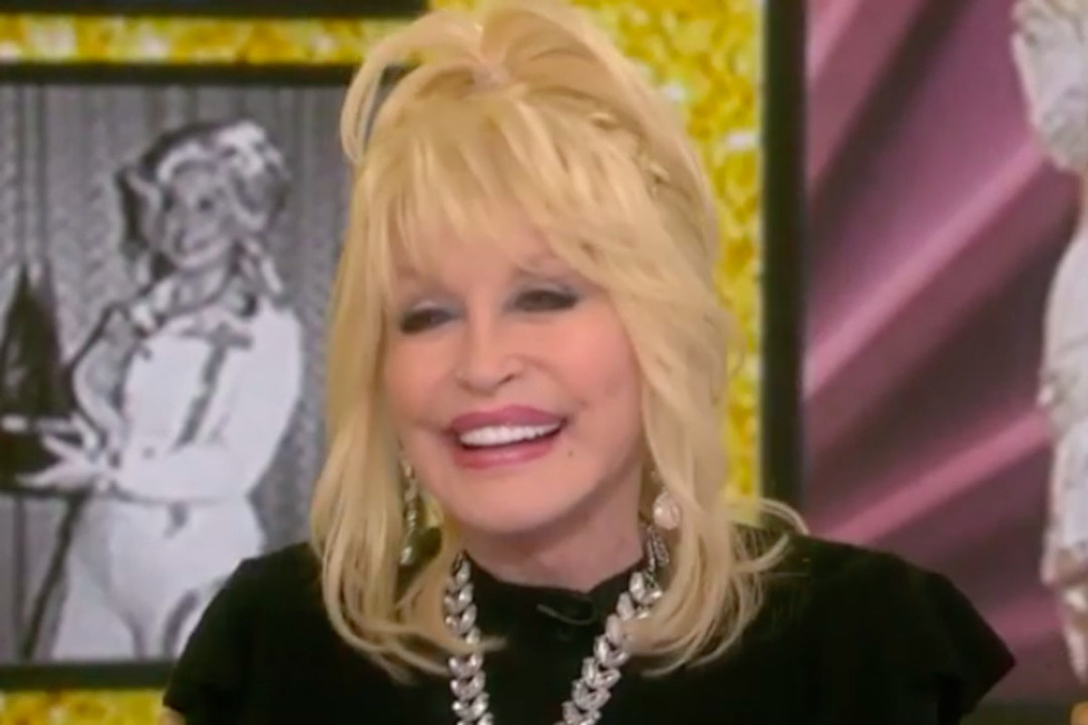 7c17addbe7a6 What Makes Dolly Parton Irresistible? She Has a Few Guesses