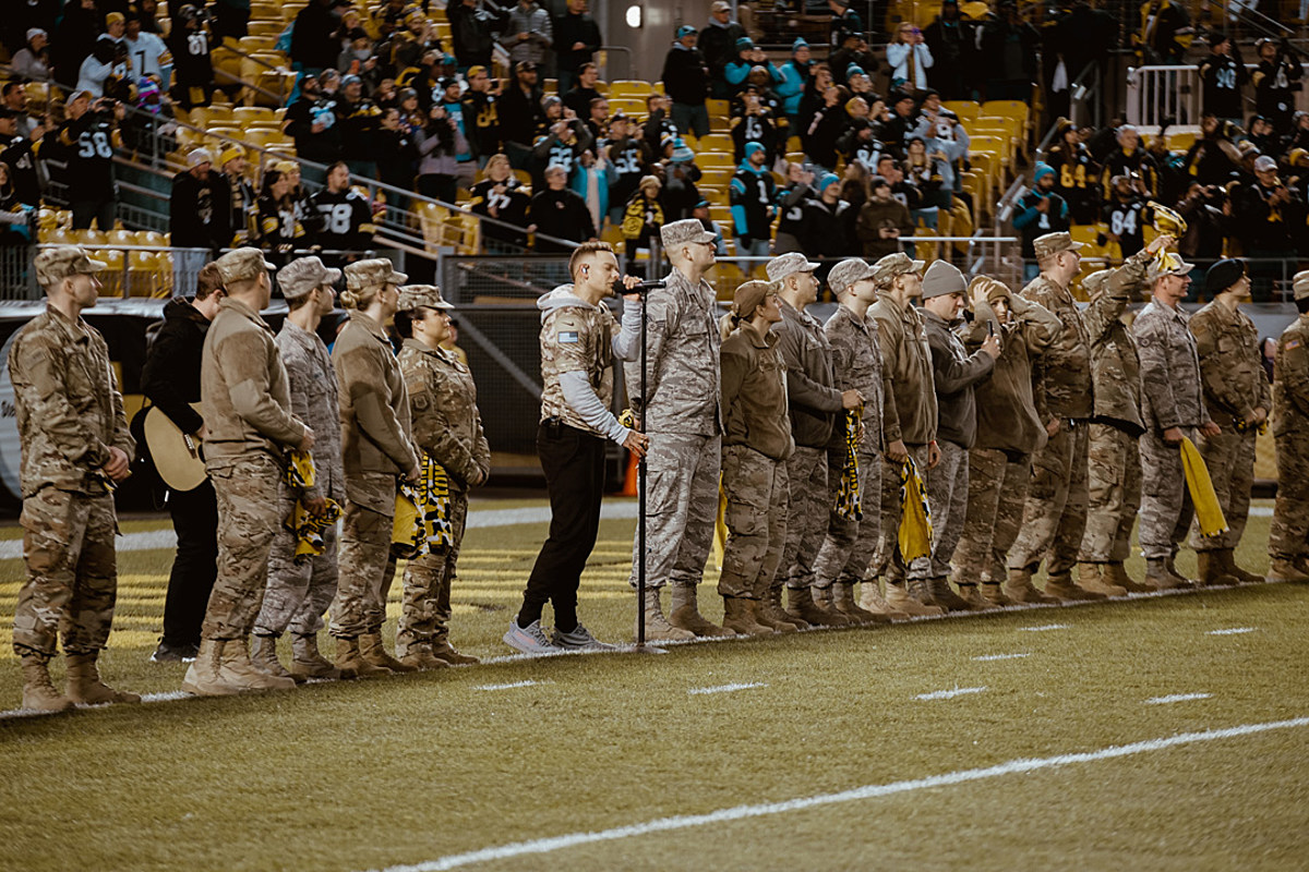 watch 11f15 5f85d Kane Brown Performs at Pittsburgh Steelers' 'Salute to Service'