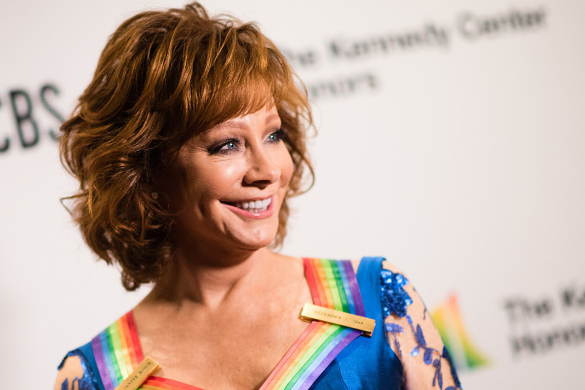 Kelly Clarkson Gushes Over Reba Mcentire At Kennedy Center