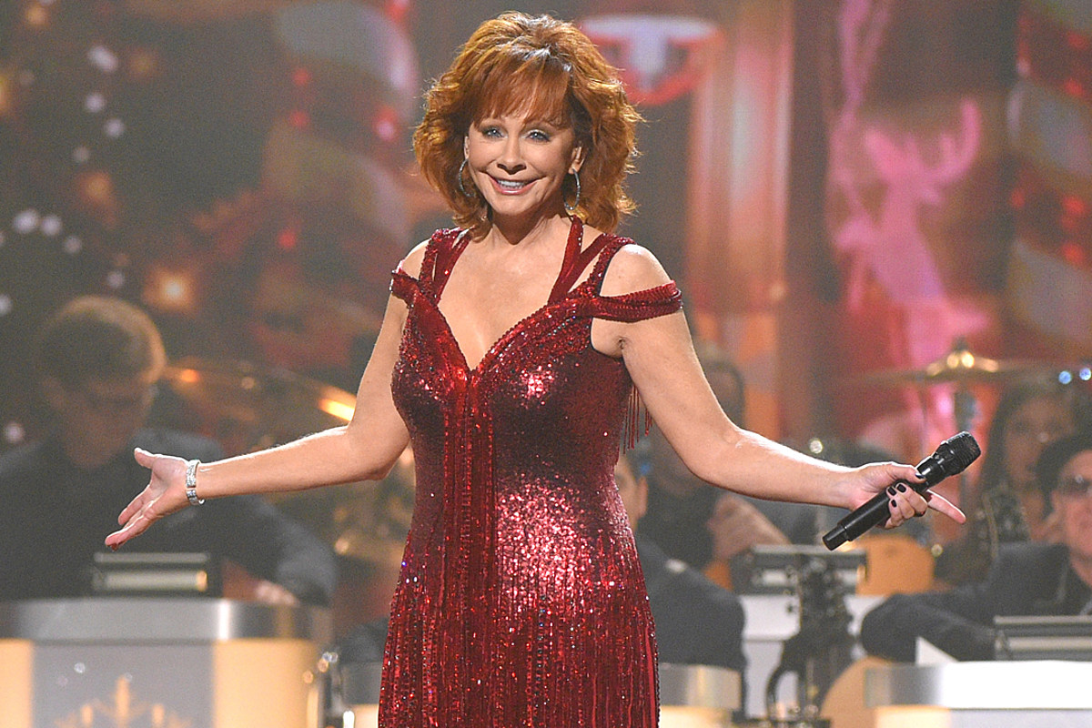 Christmas Special.Pics See Reba And More From 2018 Cma Country Christmas Special