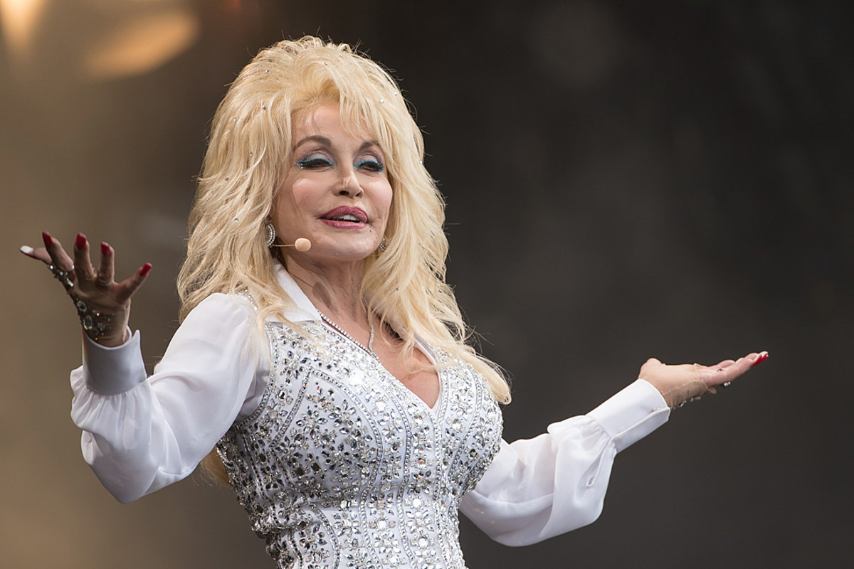 868dce8b03734 Dolly Parton Scores Golden Globe Nod for 'Girl in the Movies'