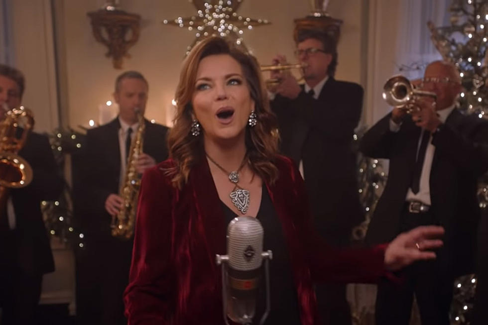 Cracker Barrel Christmas.Martina Mcbride Teams With Cracker Barrel To Spread