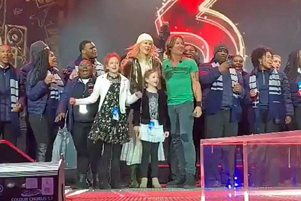 Nicole Kidman From Keith Urban: Keith Urban's Daughters, Wife Join Him For Onstage NYE