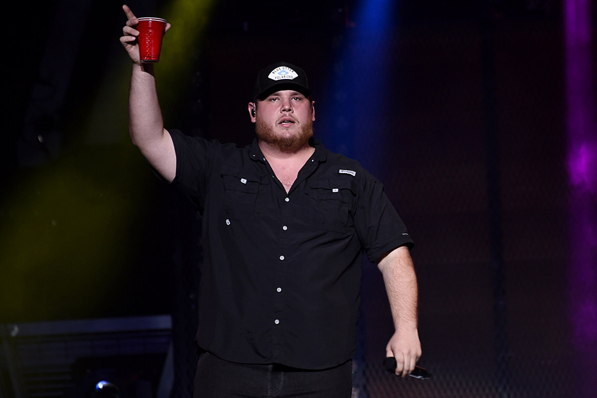 7f22eb57a Here Are the Lyrics to Luke Combs' 'Beer Never Broke My Heart'