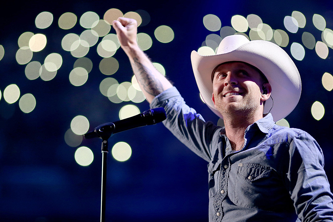 a9732c1a Justin Moore Announces New 'Late Nights and Longnecks' Album