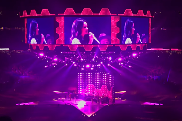 Kacey Musgraves Covers Selena At Rodeo Rides Off On Horse