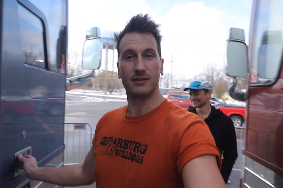 lowest price bbde8 e7712 Russell Dickerson Takes Fans Backstage in New Video Series