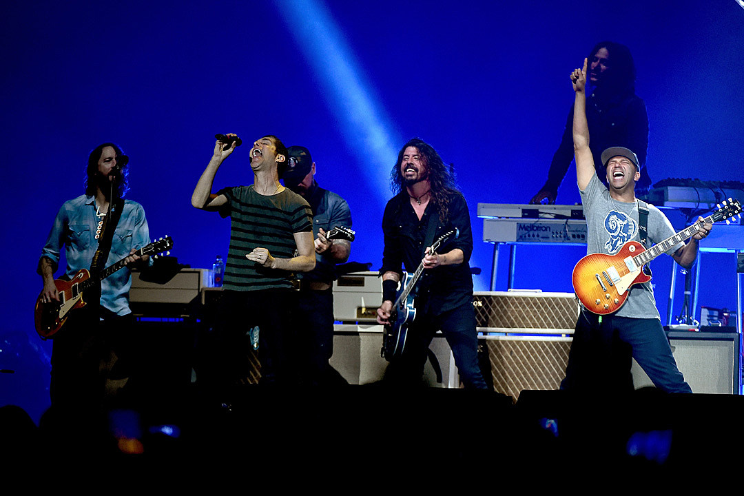 0ddfca2eb05 Zac Brown Joins Foo Fighters for Surprise Black Sabbath Cover