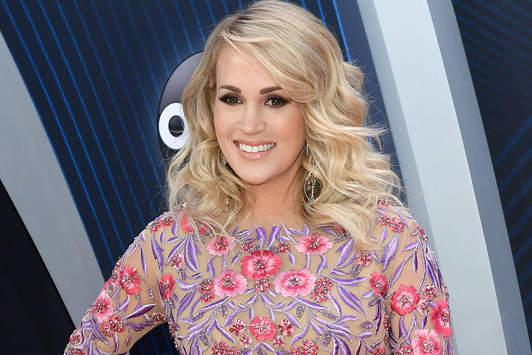 Carrie Underwood's Post-Baby Selfie Includes Necessary Reminder