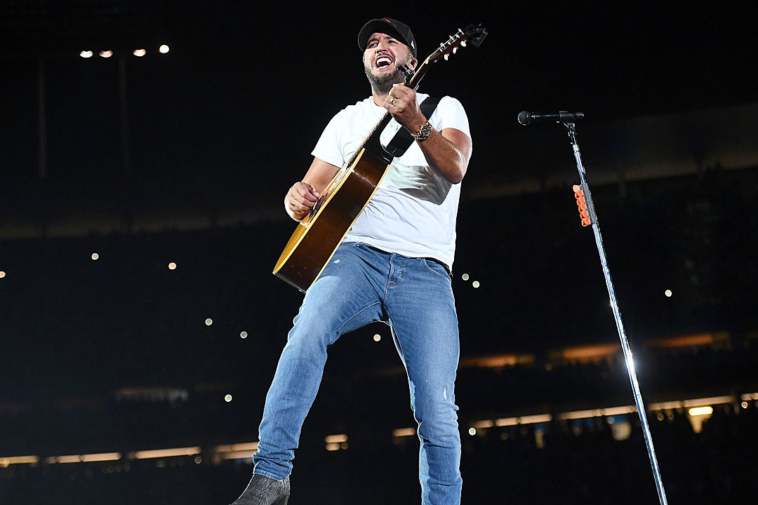 Luke Bryan Tapes His Boots to His Jeans