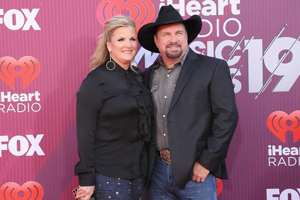PICS: Kacey, Garth + More Walk iHeartRadio Awards Red Carpet
