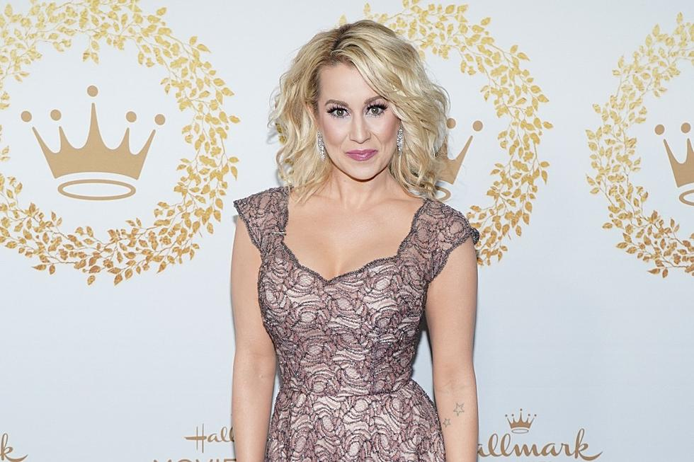 Christmas At Graceland 2.Kellie Pickler S Hallmark Christmas Movie Getting Two Sequels