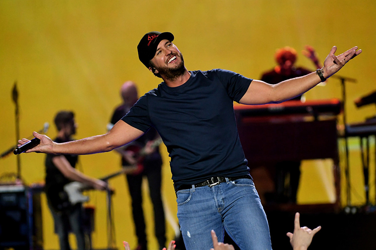 0e89ea2200 Luke Bryan's 'Knockin' Boots' Is Sexy Like a Summer Romance